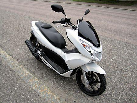 450px-Honda_PCX125_2011_Front