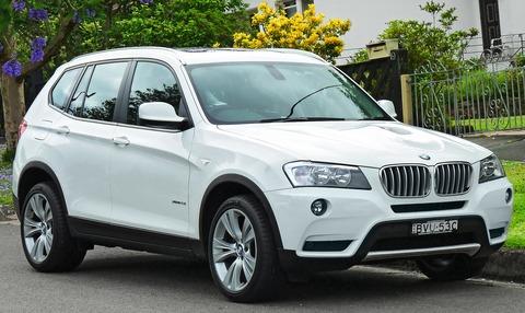 1920px-2011_BMW_X3_(F25)_xDrive28i_wagon_(2011-11-18)_01