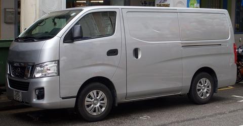 2013_Nissan_NV350_(E26)_2.5_panel_van_(2016-01-04)_01