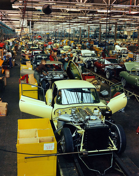 1967-Jaguar-E-Type-production-line