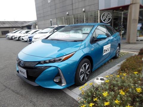 Toyota_PRIUS_A_PREMIUM_(DLA-ZVW52-AHXHB)_front