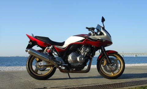 Honda_CB400_SUPER_BOL_D'OR