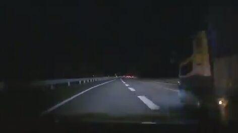 【動画】お祈り車線変更女さん「いけるかなーガシャ、うぇーい本日2度目のw」