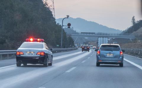 【交通】高速道路の追越車線「2kmまで走り続けても捕まらない」という都市伝説は本当か?
