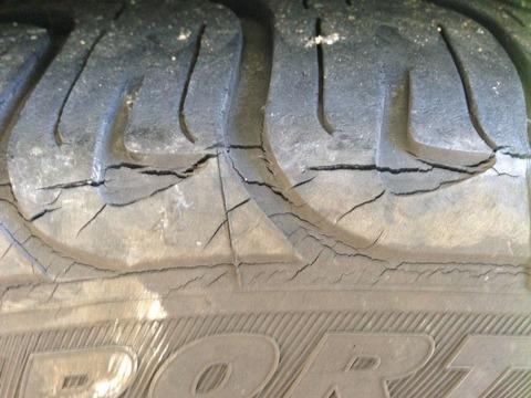 tire_crack_bb8e8a81f2ae3830185623d774109c4c0df9bc31
