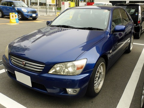 Toyota_ALTEZZA_RS200_(SXE10)_front