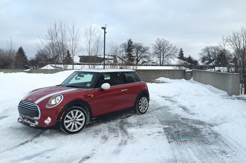 2014-Mini-Cooper-front-three-quarter-on-snow-06