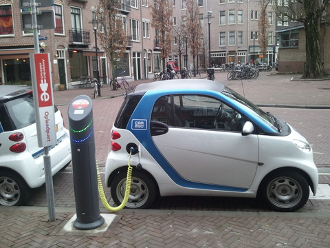 Electric_car_charging_Amsterdam