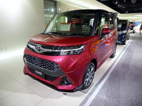 Toyota_TANK_CUSTOM_G-T_(DBA-M900A-BGBVJ)_front