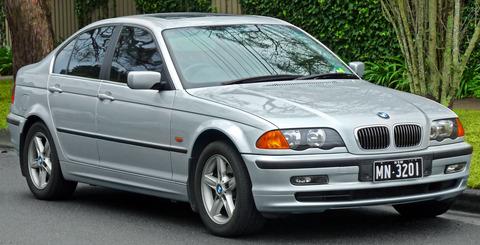 1998-2001_BMW_328i_(E46)_sedan_(2011-07-17)_01