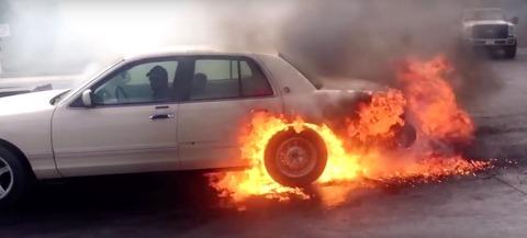 【宮城】台風19号で冠水した路上に残った稲わらに車が乗り上げ立ち往生 アクセルを踏んだらタイヤ空転し摩擦熱で出火→全焼