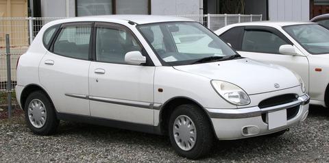2000-2001_Daihatsu_Storia