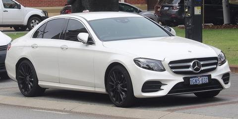 1920px-2018_Mercedes-Benz_E_300_(W_213)_sedan_(2018-11-02)_01