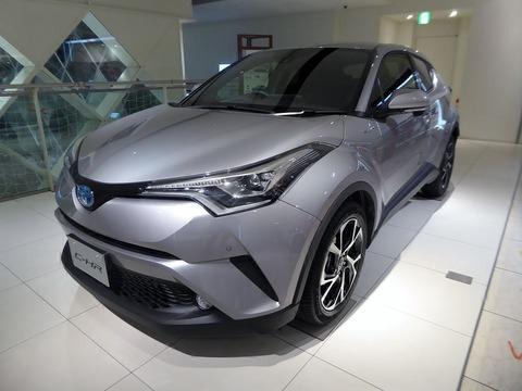 Toyota_C-HR_G_(DAA-ZYX10-AHXEB)_front