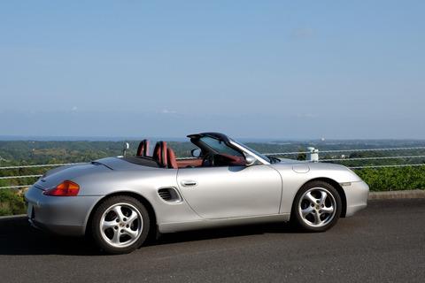 クルマでさ、そこまで高くないけどものすごい金持ちに見える車って何がある?中古でもいい