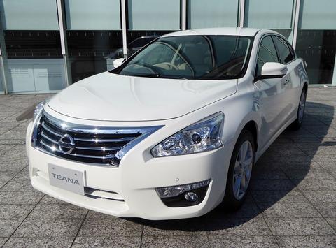 Nissan_TEANA_XV_(DBA-L33)_front