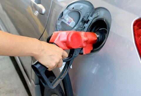 【悲報】自動車教習所、ガソリンの入れ方を教えてくれない