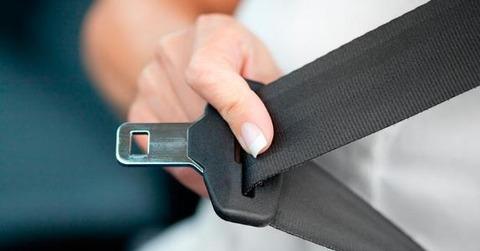 putting-on-seatbelt-car-getty_573x300