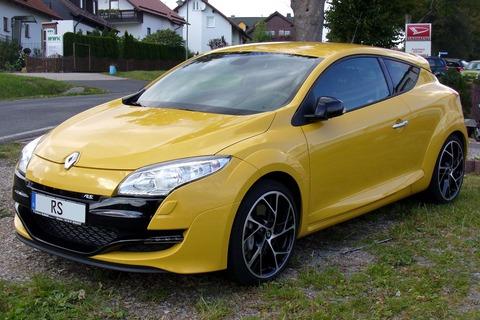 Renault_Mégane_III_RS_Kyalamigelb