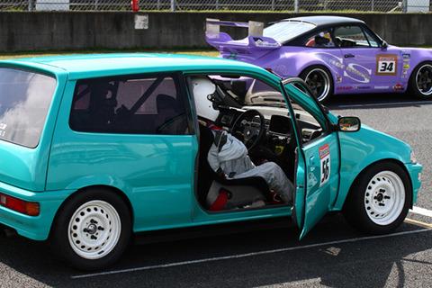 軽自動車で1000馬力級のスーパーカー作ったら話題になるんじゃね?