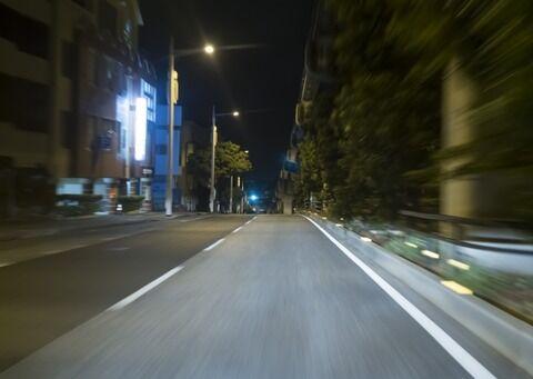 免許取ってからまだ夜に運転した事ないんだが夜の運転は怖いか??