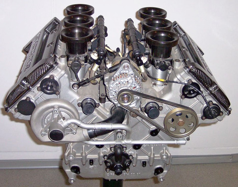 Mercedes_V6_DTM_Rennmotor_1996