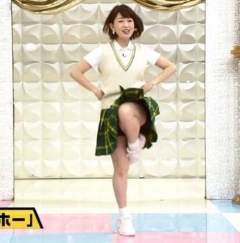 松丸友紀アナまるでアイドルのようなパンチラをする