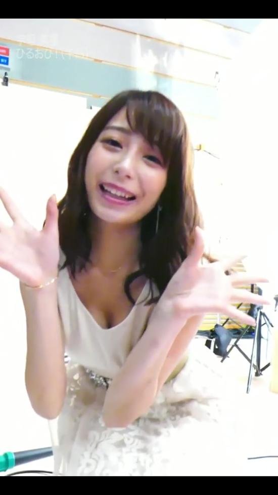 【画像】宇垣美里アナが胸の谷間を見せつけるGIFが抜けるww(動画あり?)