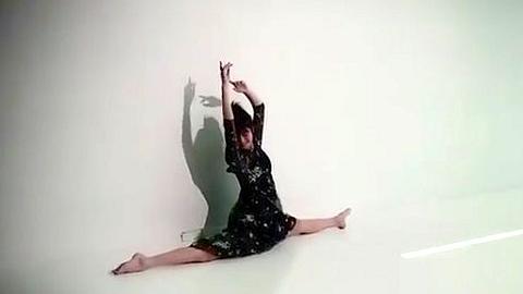 佐々木希のエロエロ開脚動画はアクロバット体位での「子作りのお誘い」
