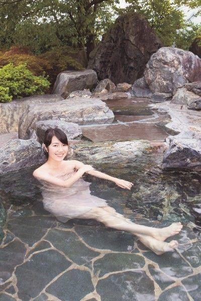 松島彩が人生初の温泉入浴リポート (※撮影のため特別にタオルを着用しています)
