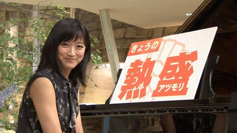 竹内由恵アナ、ムチムチな二の腕とわきチラ。