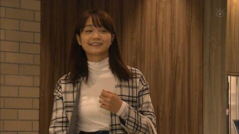 深川麻衣さん、インナーも透けてる強調おっぱい。