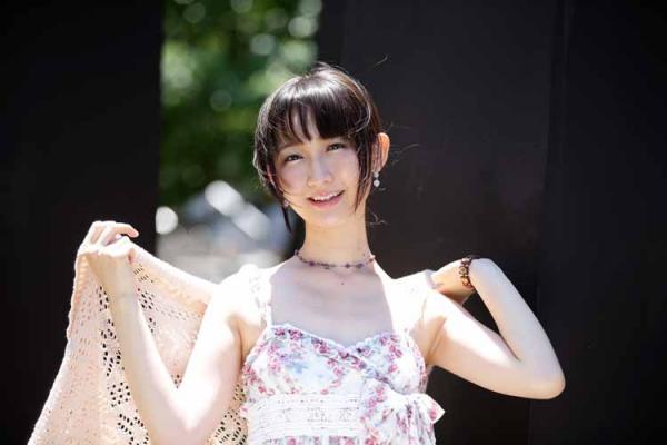 竹上萌奈(関西テレビ)という小さな胸でも谷間を見せる有能なアナ