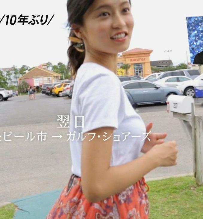小島瑠璃子 巨乳のTシャツ横乳
