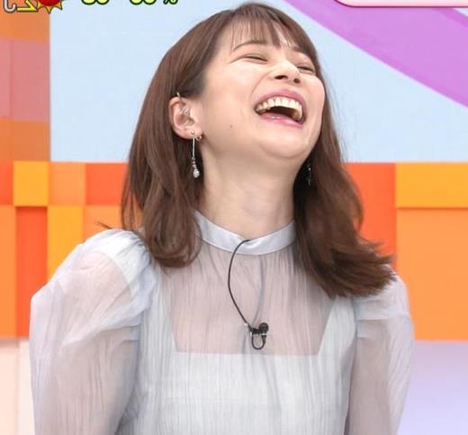 鈴木唯アナ 透け透け衣装
