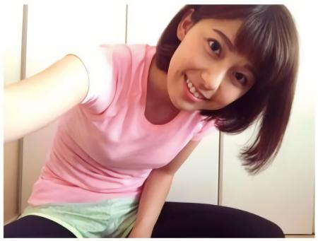 上村彩子のTシャツからポチってしまったエッチな乳首