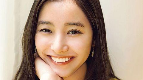 新木優子さんの最新グラビア。