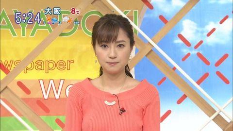 TBS伊東楓アナの胸元強調ニットパイ。