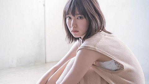 吉岡里帆さんの美デコルテ。
