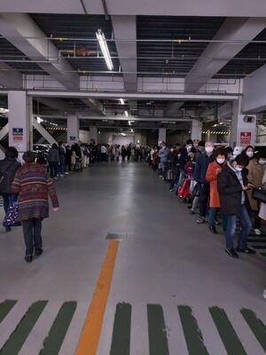 【悲報】案の定、ジジババが朝から行列の模様wwww