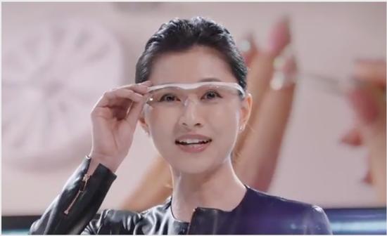【動画】菊川怜さん、ソフトバンクのCMでケツアタックと「だ~いすき!」をしてしまうwwww