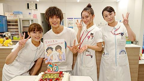 川口春奈・岡田結実・佐藤仁美、美人看護師3ショット。