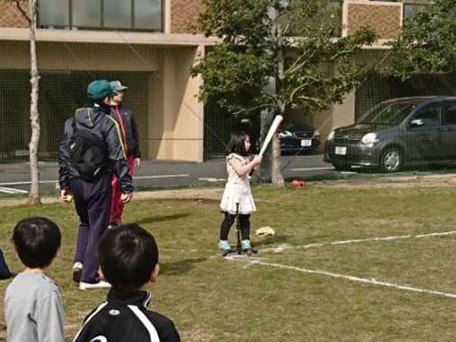 女子Tバッティング「野球体験会・種目3」