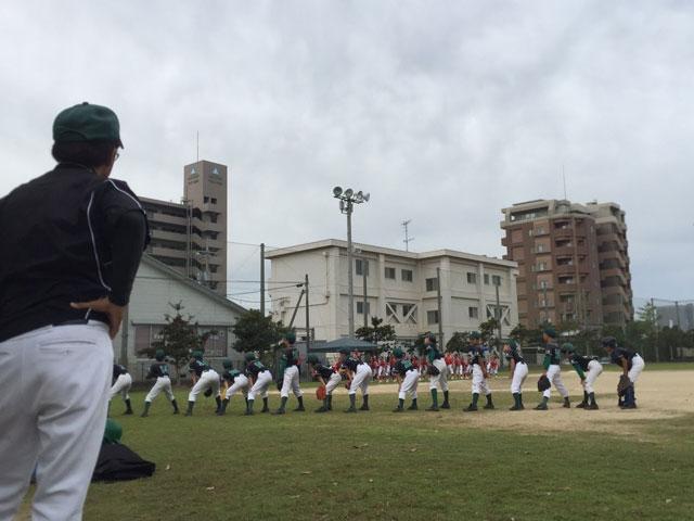 試合開始前、選手の整列