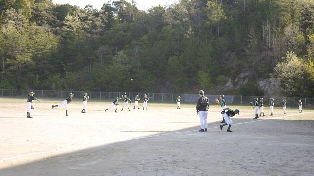 城東グリーンソックス・メンバーのキャッチボール練習