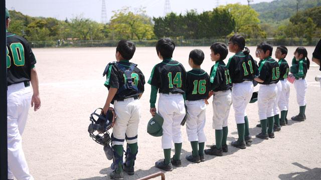 低学年チームメンバー・シートノック前の整列