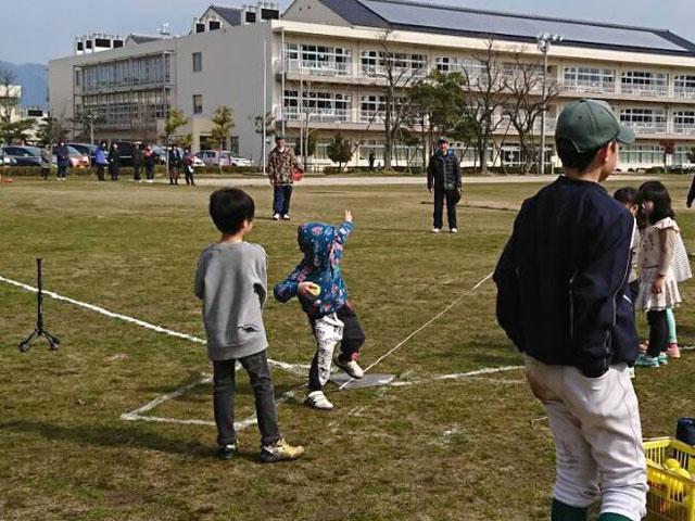 幼稚園児・参加者の遠投「野球体験会・種目2」