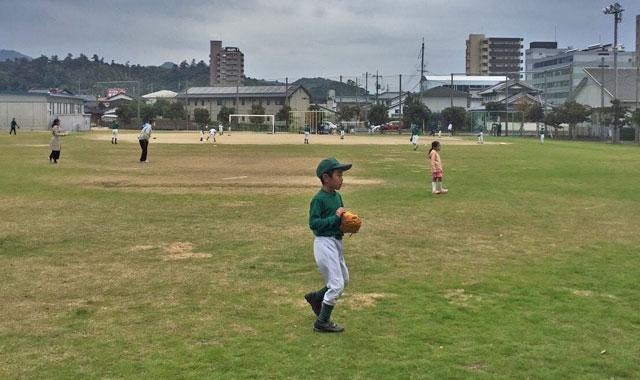 通常練習と同時進行の野球体験会