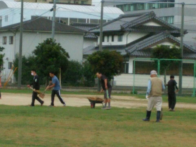 松江市の母衣小学校校庭