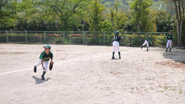 低学年のみ練習試合前の練習風景02